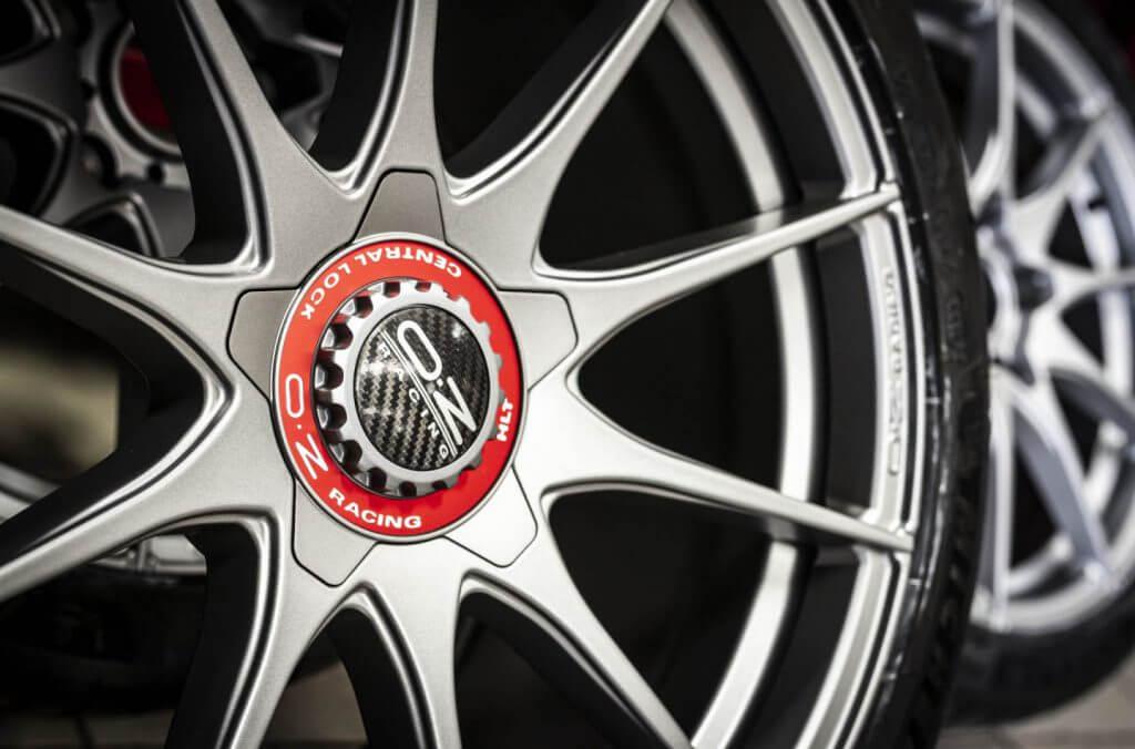 oz alloy wheel on car